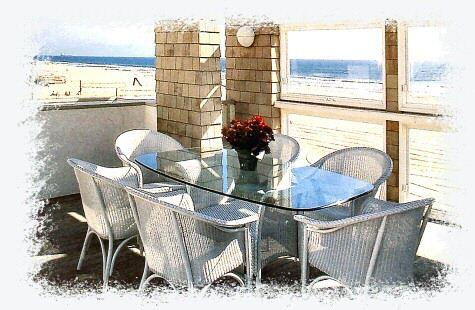 海辺のバルコニーで朝食を